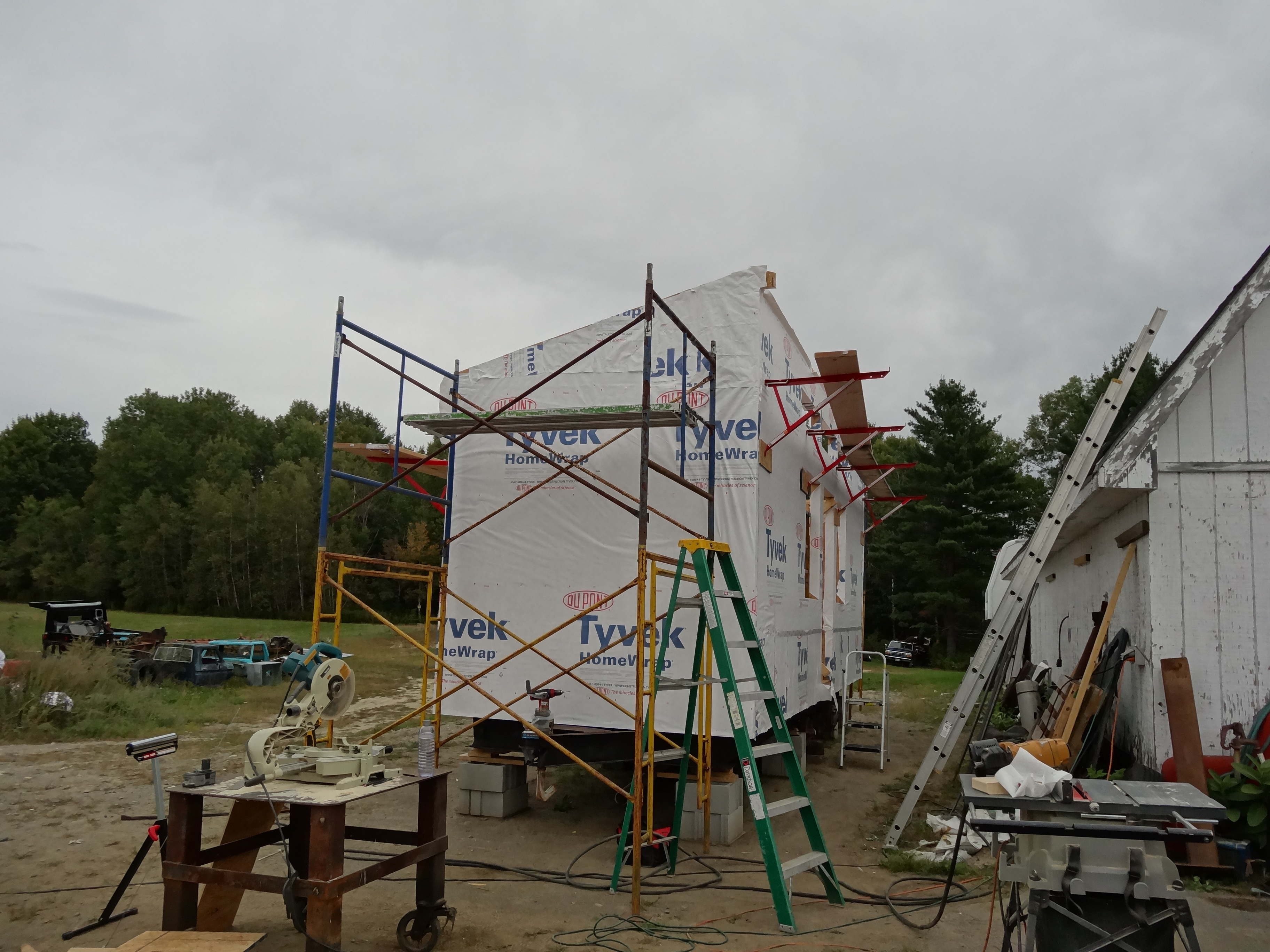 09/25/15 and 10/01/15, End Wall Tops, Rafters, and Ode to Menard's